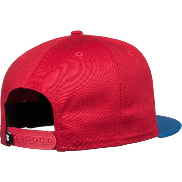 casquette-plate-rouge-snapback-avec-visiere-bleue-empire-fielder-dc-shoes