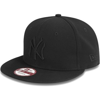 Casquette plate noire snapback ajustable 9FIFTY Black on Black New York Yankees MLB New Era
